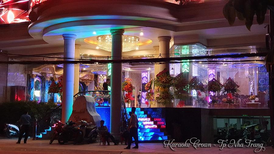 Mặt tiền karaoke Crown Nha Trang