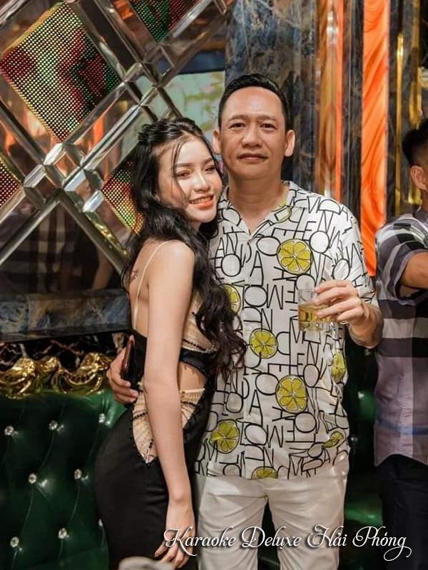 Ca sỹ Duy Mạnh hát karaoke tại Deluxe Hải Phòng