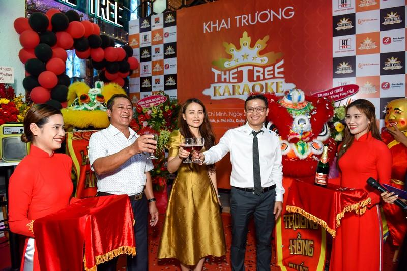 Tưng bừng khai trương karaoke The Tree